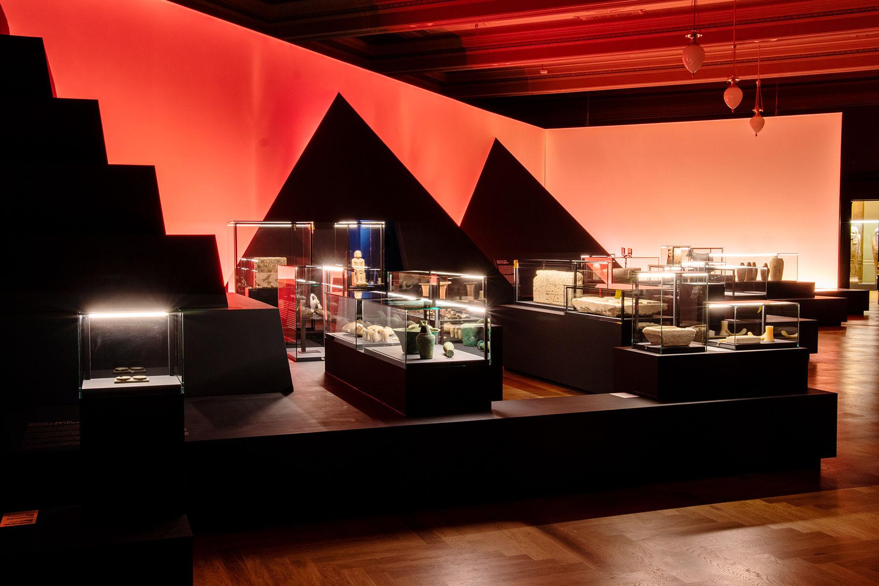 Expozice Slunecni kralove v Narodnim muzeu v Praze